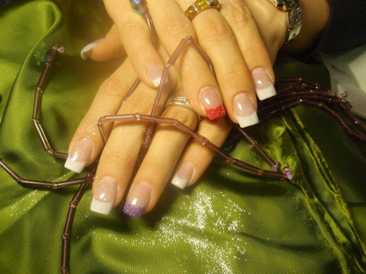 Bunte Fingernägel ohne Motiv