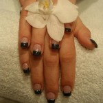 Fingernägel aus Nagelstudio