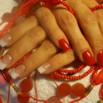 Fingernägel gemischt lackiert