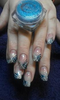 Fingernägel lackiert