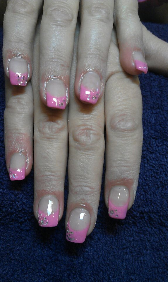 Nägel rosa lackiert