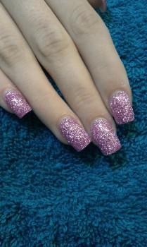 glänzende Fingernägel