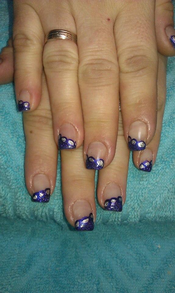 halb lackierte Fingernägel
