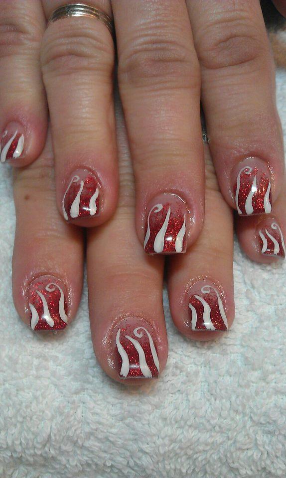 rot weisse Fingernägel